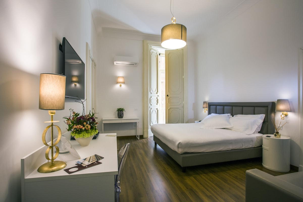Camera junior suite bed breakfast napoli class for B6b italia